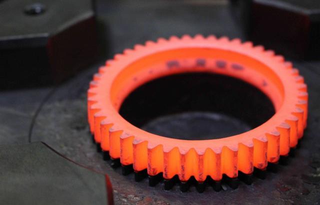 AQUADARK SERIES Líquidos grafitados, miscibles en agua, para operaciones de forja dificultosa y extrusiones directas e inversas del acero